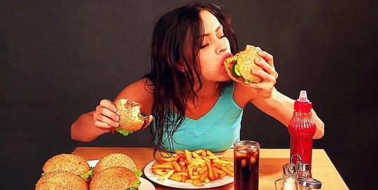 Dampak Buruk Makan Terlalu Cepat Bagi Kesehatan